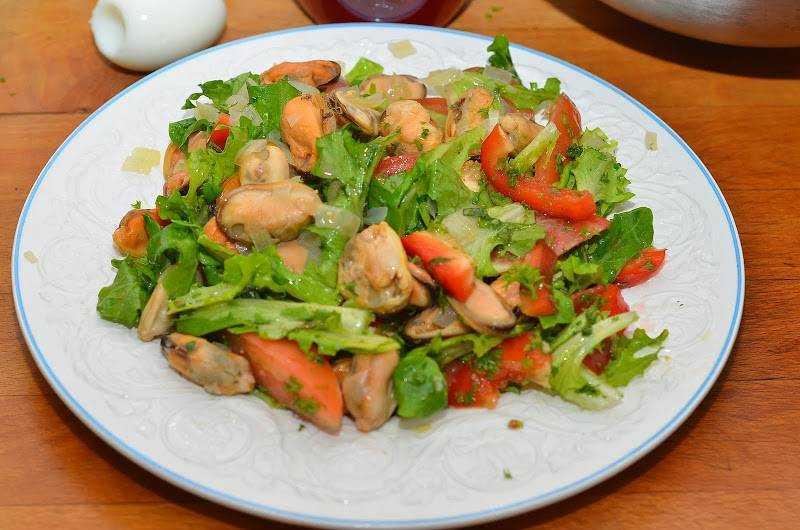 Салат с мидиями масле рецепт фото