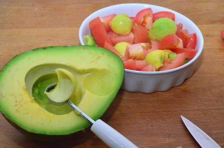 Рецепт салата из авокадо и помидорами