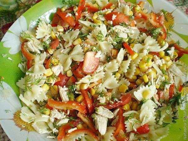 Салат из горбуши с кукурузой